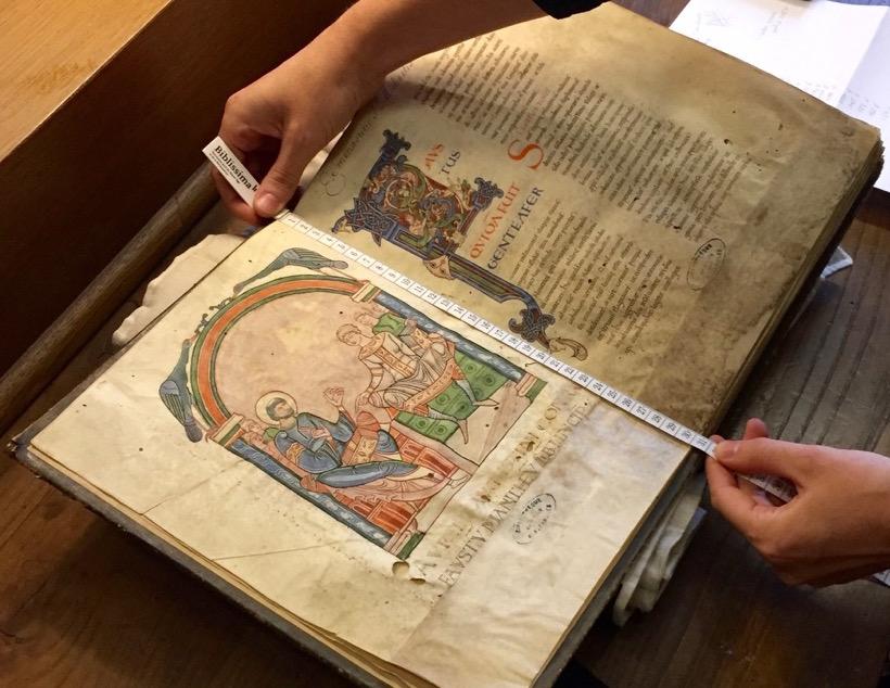 Présentation des manuscrits de la bibliothèque du Mont Saint-Michel