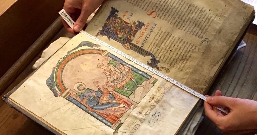 Lumière sur la numérisation des manuscrits du Mont Saint-Michel